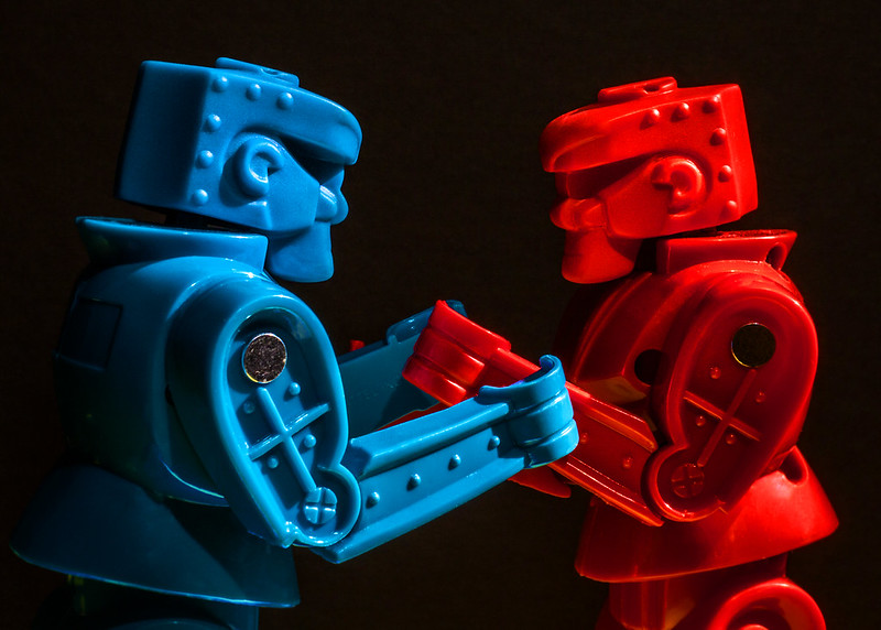 """2014-077 - red vs blue"" (CC BY 2.0) by Robert Couse-Baker"